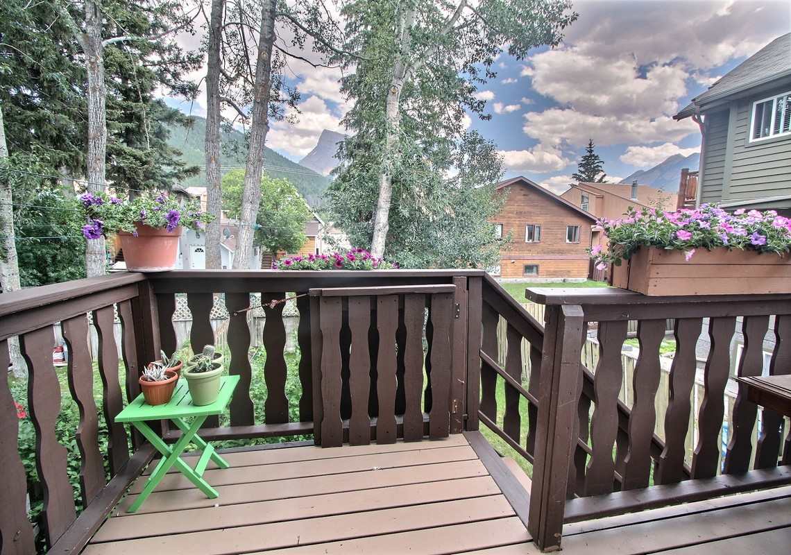 Photo 6:  334A Squirrel St for sale in Banff, AB