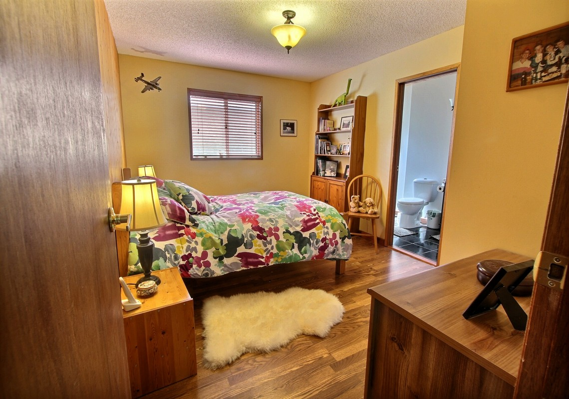 Photo 4:  334A Squirrel St for sale in Banff, AB